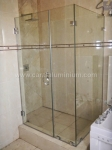 STANDARD SQUARE SHOWER WITH SCULPTURED HANDLE